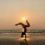 Saludo al sol Jivamukti y permítete fluir con el Vinyasa